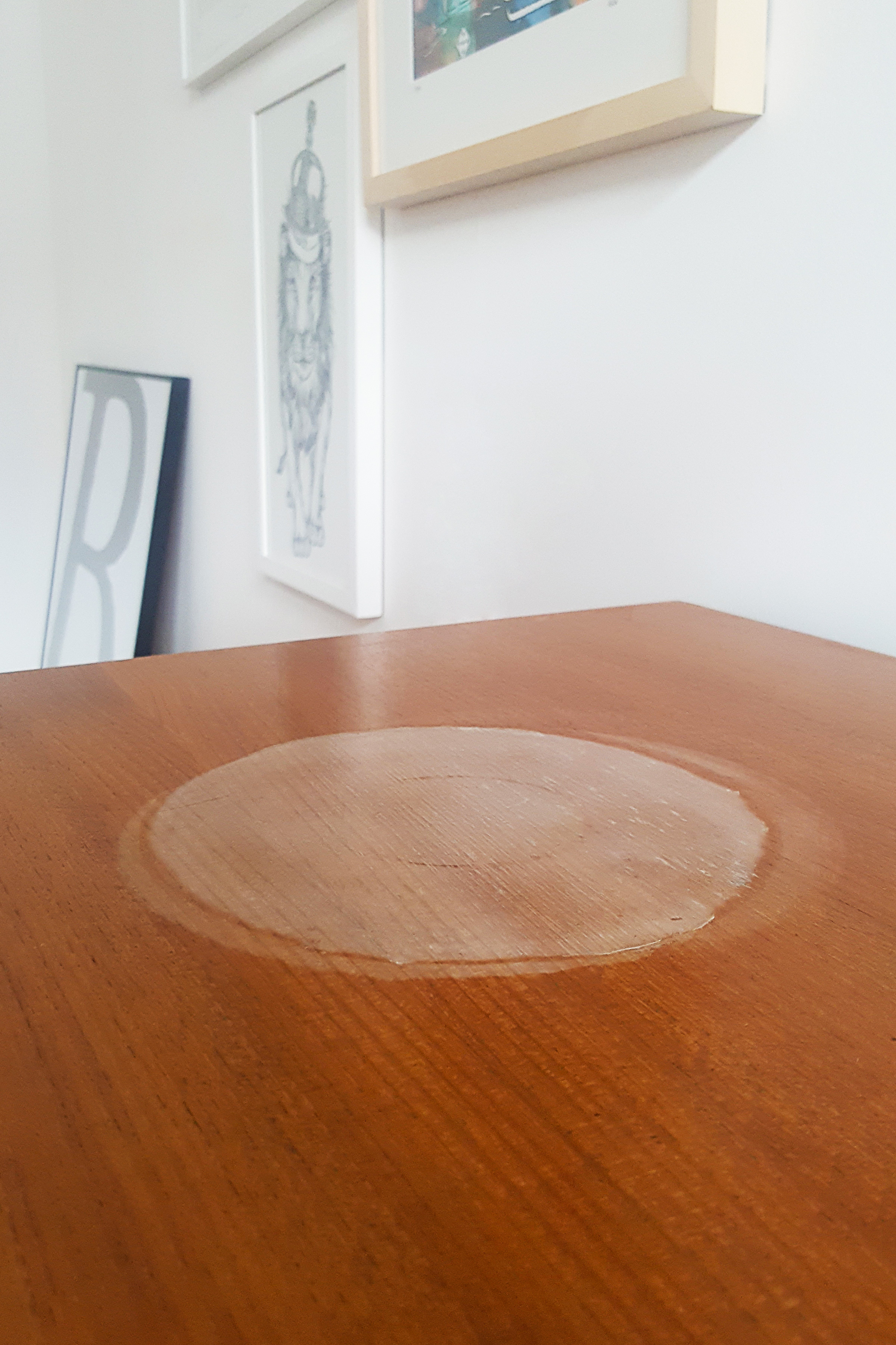 5 sposobów na usunięcie białych odbarwień na meblach