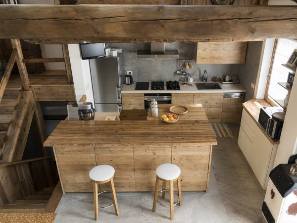 Domowe środki, aby usunąć zarysowania z mebli drewnianych