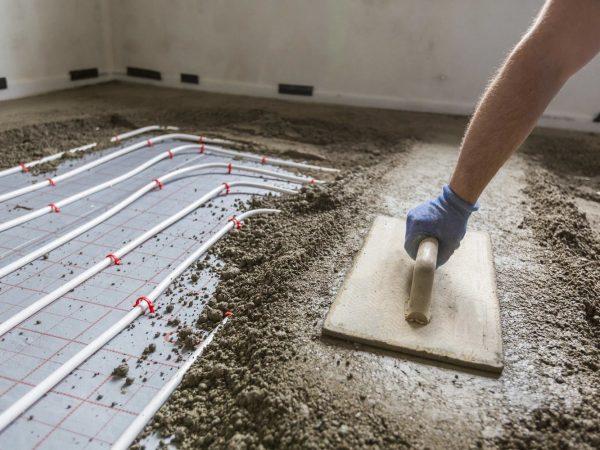Jak powstaje mocna podłoga betonowa?