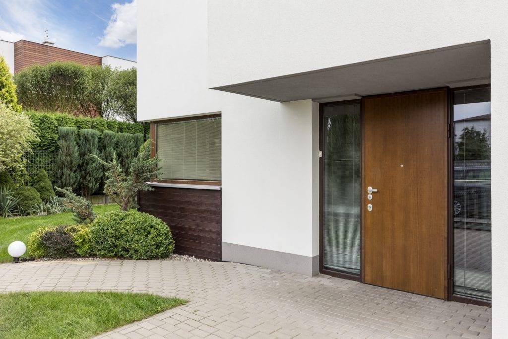 Drzwi zewnętrzne: drewno i inne materiały