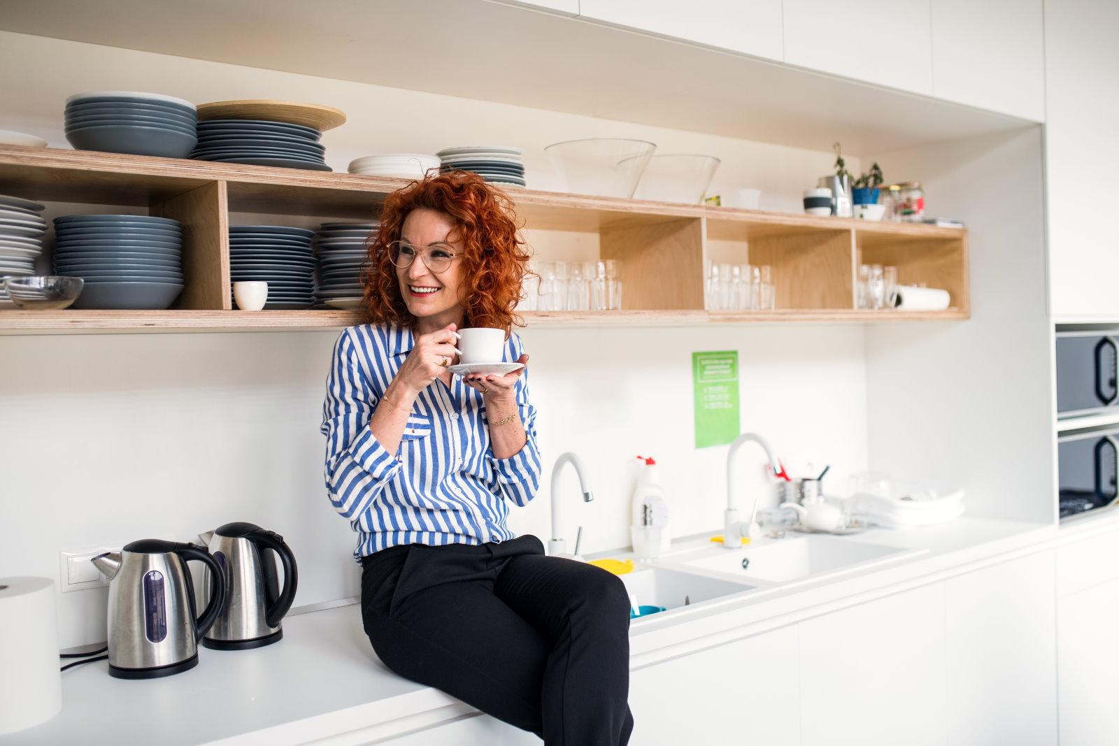 Jadalnia w biurze bez okien. Jak ją zaaranżować i doświetlić?