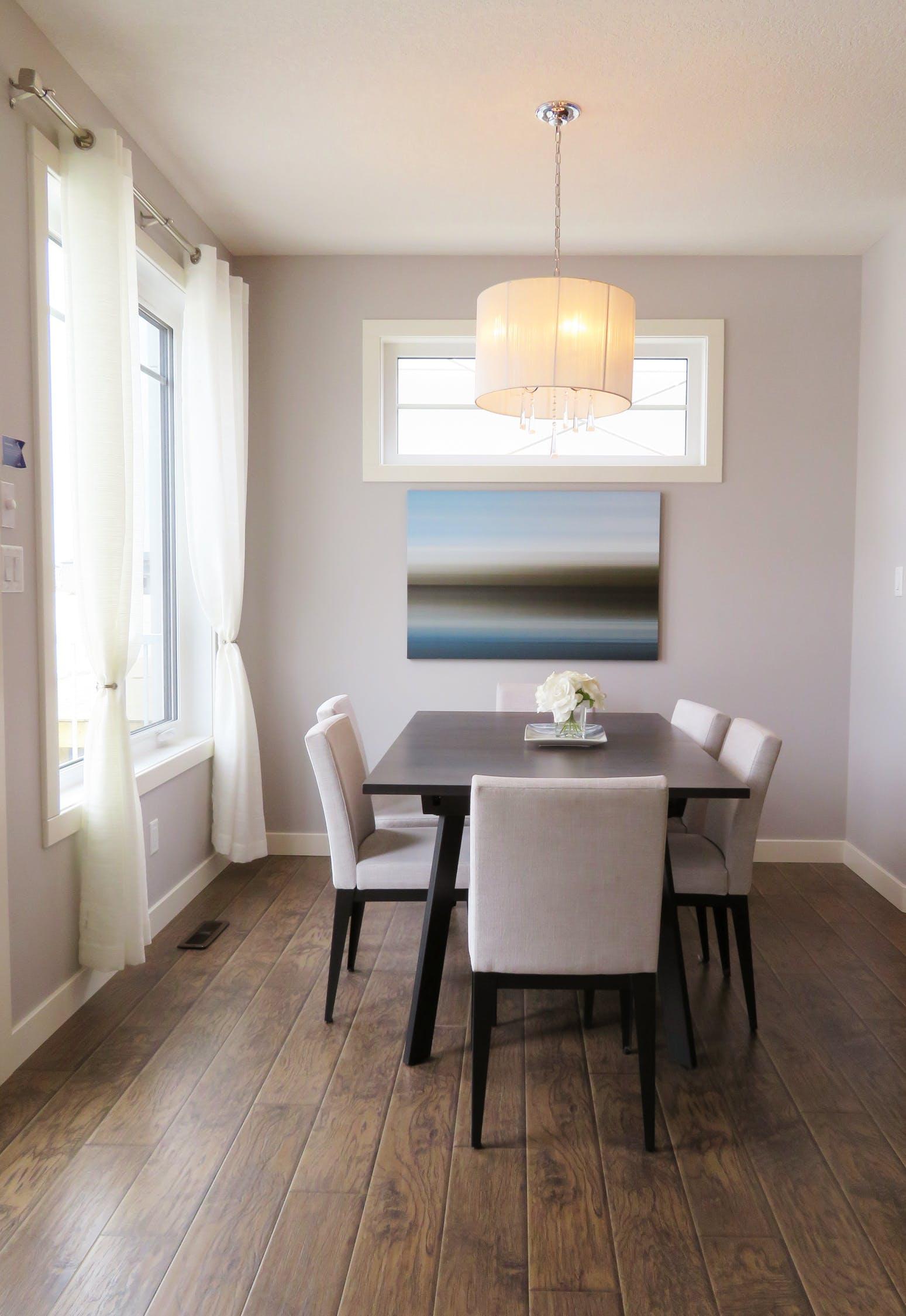 Listwy przypodłogowe – niezbędny dodatek do mieszkania