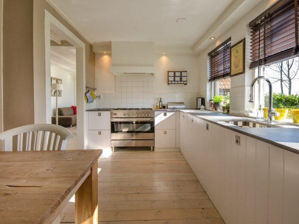 Meble kuchenne na wymiar czy gotowe – które wybrać?