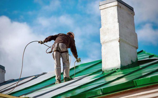 Kiedy zdecydować się na malowanie dachu?