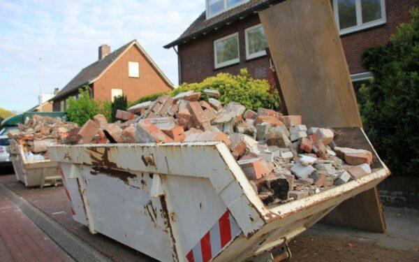 Budowa domu – jak pozbyć się odpadów z placu budowy?