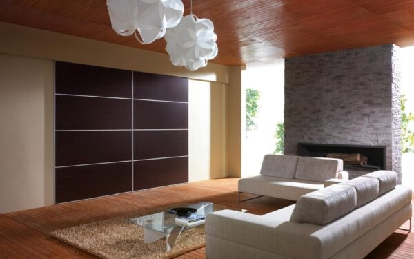 Drzwi przesuwne w kawalerce lub małym mieszkaniu: jaką rolę odgrywają?